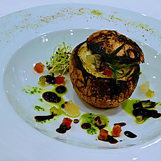 Cipolla ripiena con fonduta di toma e brunoise di verdure confit