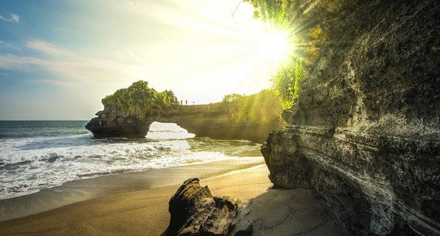 tanah-lot-bali-rocks-indonesia_b.jpg