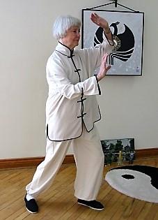 Gloria Jenner, Jade Lady Posture