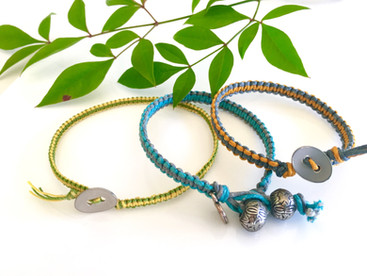 How you can vary the look of the popular friendship bracelet!