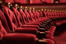 Красные стулья