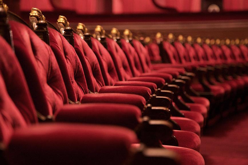 Kırmızı Sandalyeler