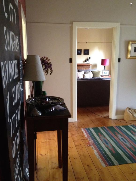 Murdoch entrance hall/lounge before