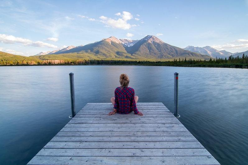 Montagne lac serenite quietude Image by Unsplash