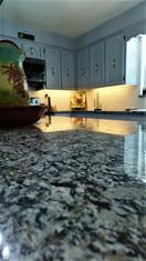 White_Wave_granit_Jacksonville.jpg
