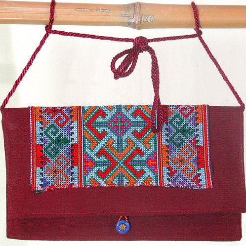 E-84 Small, woven maroon and embroidered clutch bag