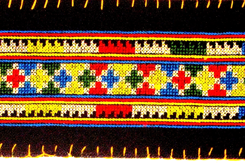 E-66 long oblong with multi-coloured+++ pattern onblack background