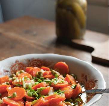 #12 Sałatka francuska z gotowaną marchewką i zielonym groszkiem