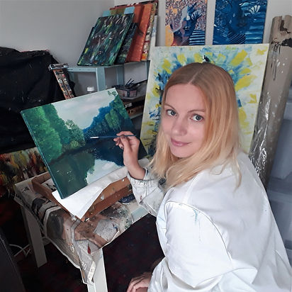 Luna Smith painting a landscape.