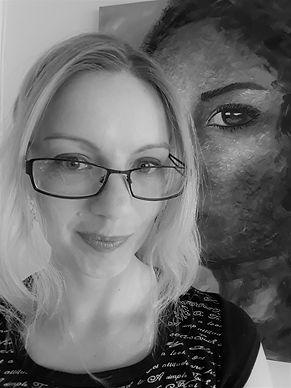 Luna Smith a 21st century woman artist.