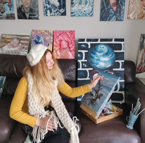 Luna Smith in her art studio 2020
