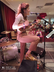 Angie au ukulele, Les Arcs