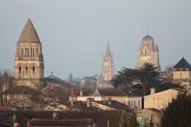 les 3 clochets de Saintes.jpg