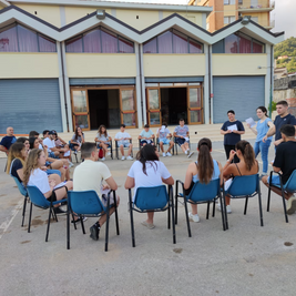 Sr Romina leading a younth meeting in Calabria.