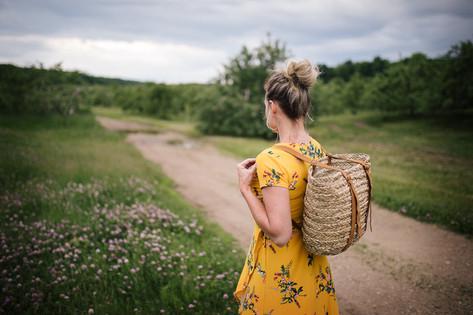 La fille à la robe jaune