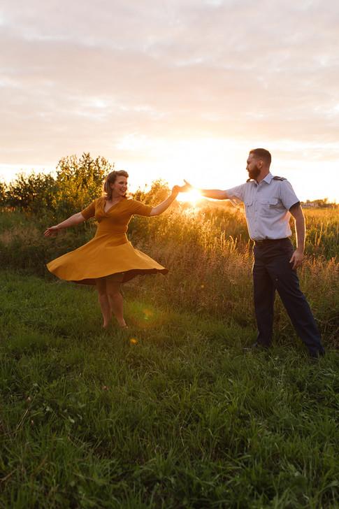 Séance fiançailles au golden hour