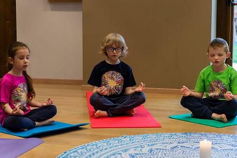 yoga-in-fiore-meditazione-bambini.jpg