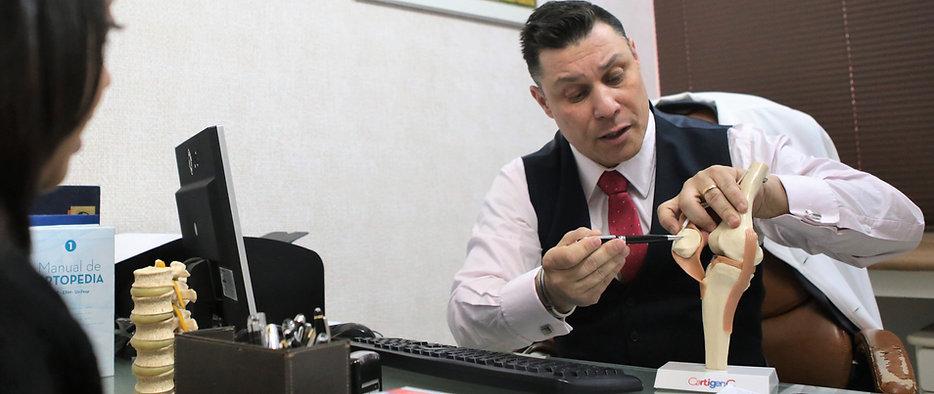 O Médico Dr. Luciano Bomfim explica como funcionam as articulações do joelho