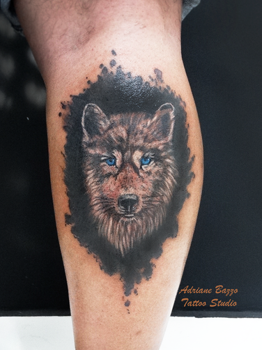 lobo-perna-masculina-colorido-realista-tatuagem-tattoo-adriane-bazzo.png