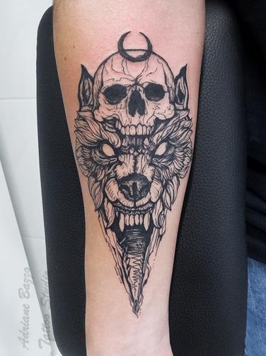 braço-masculino-lobo-caveira-fineline-blackwork-sketch--tatuagem-tattoo-adriane-bazzo.png