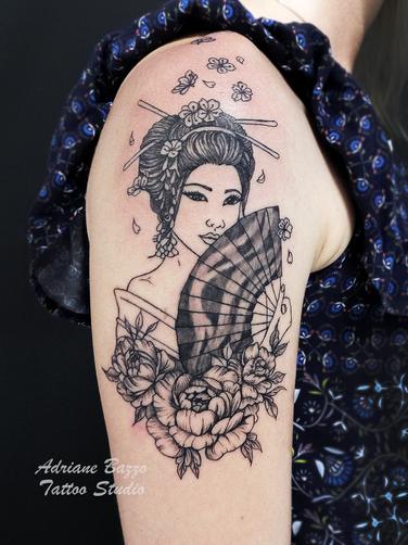 tatuagem-braço-gueixa-adriane-bazzo-tatt