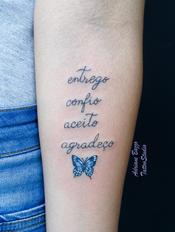 escrita-boeboleta-delicada-tatuagem-tattoo-adriane-bazzo.png