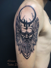 odin-viking-blackwork-traço-tatuagem-tattoo-braço-masculino-adriane-bazzo.png