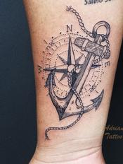 ancora-rosa-dos-ventos-fineline-linha-fina-braço--tatuagem-tattoo-adriane-bazzo.png