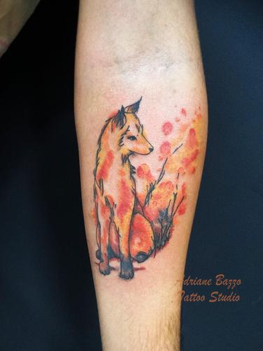Tatuagem braço masculino raposa em estil