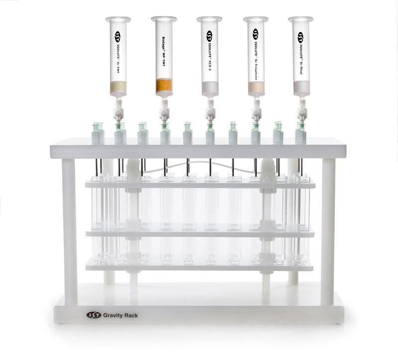 metal-screening-columns-family2-on-gravity-rack-k-ms-3_800x800
