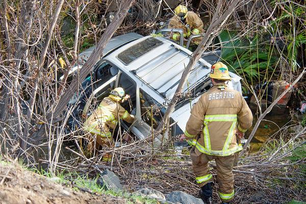 ni4w6e-01.brea.crash.1113.ks.jpg