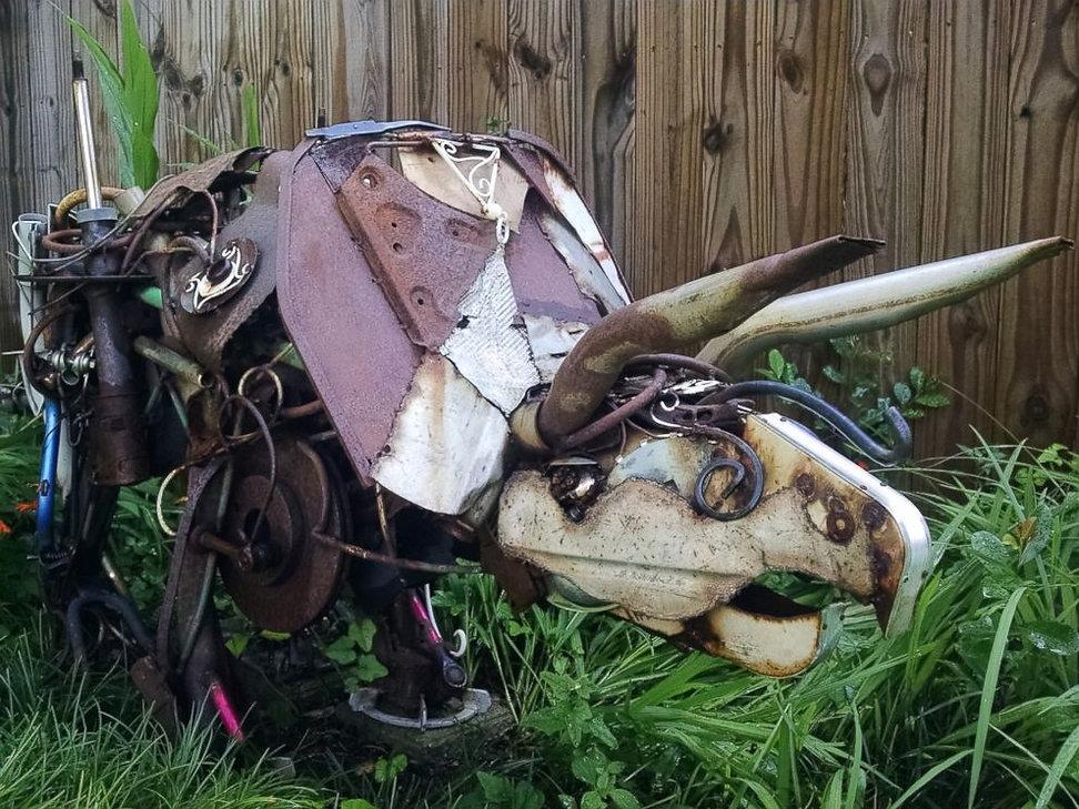 ht_triceratops_lawn_art_trash_em_160718_