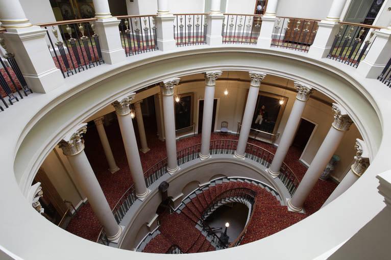 Culzean-interior-oval-staircase-0218_740
