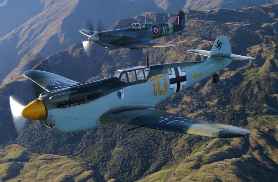 buchon_me-109_alongside_a_spitfire.jpg