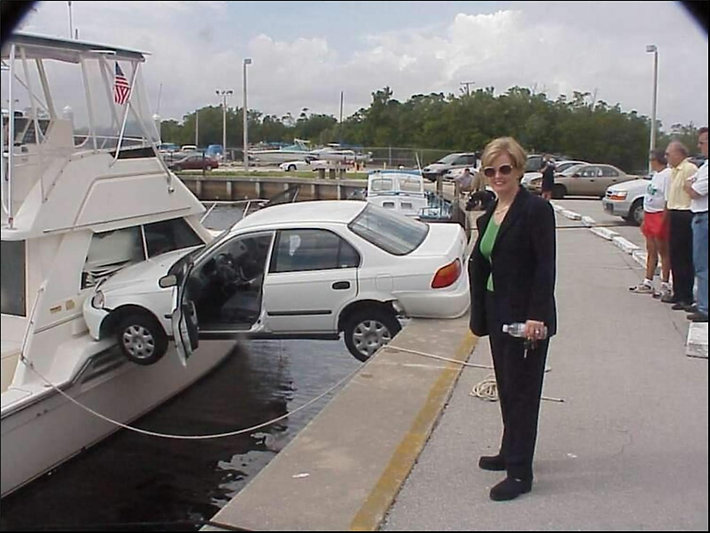 Funny-Stucked-Car-Situations-Picture.jpg
