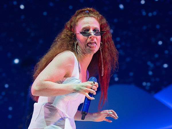 3_Jess-Glynne-Performs-At-The-O2-Arena.j