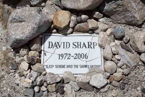 Everest-Deaths-memorial-to-David-Sharp.j