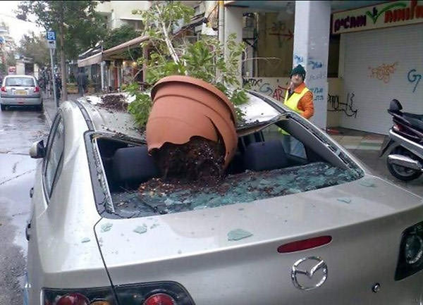 flower-Pot-Falling-On-Car-Funny-Situatio