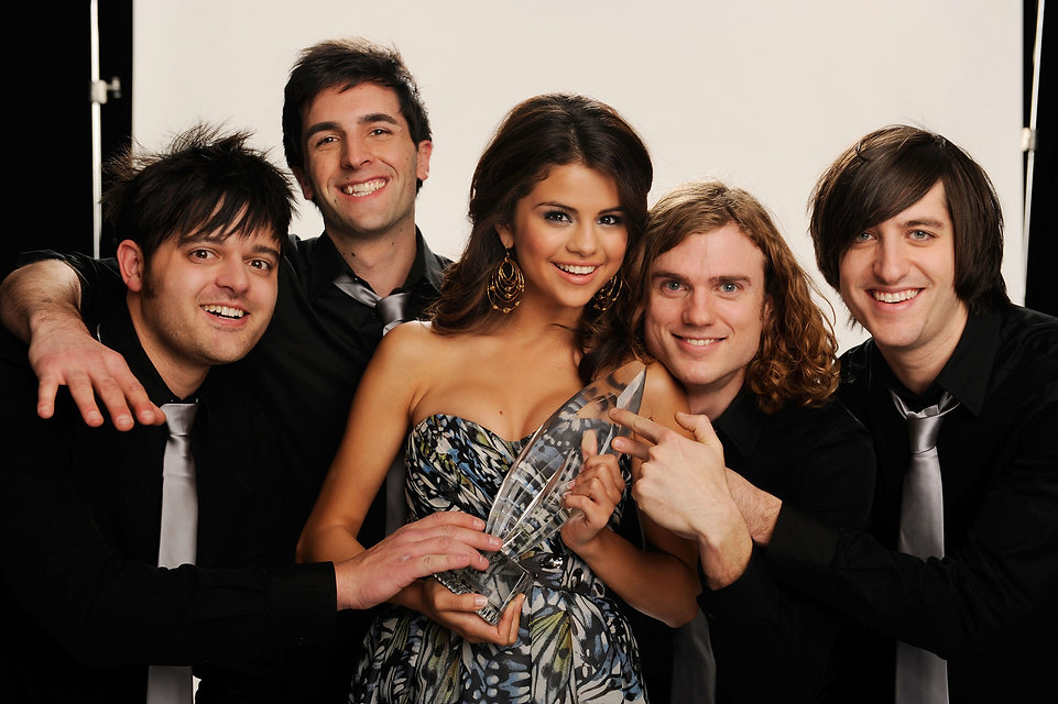 Selena-Gomez-The-Scene-People-Choice-Awa