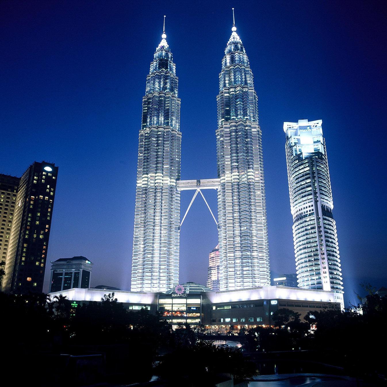 21822-petronas-towers-akaa-2004.jpg