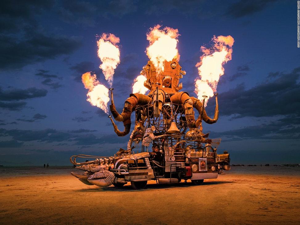 160907084704-burning-man-art-cars-5-supe