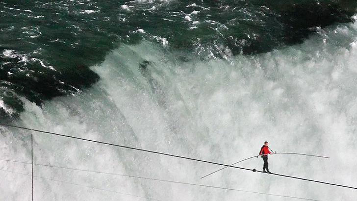 hi-wallenda-niagara-tightrope-852.jpg