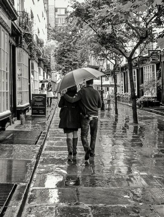 Couple_sharing_umbrella_small.jpg