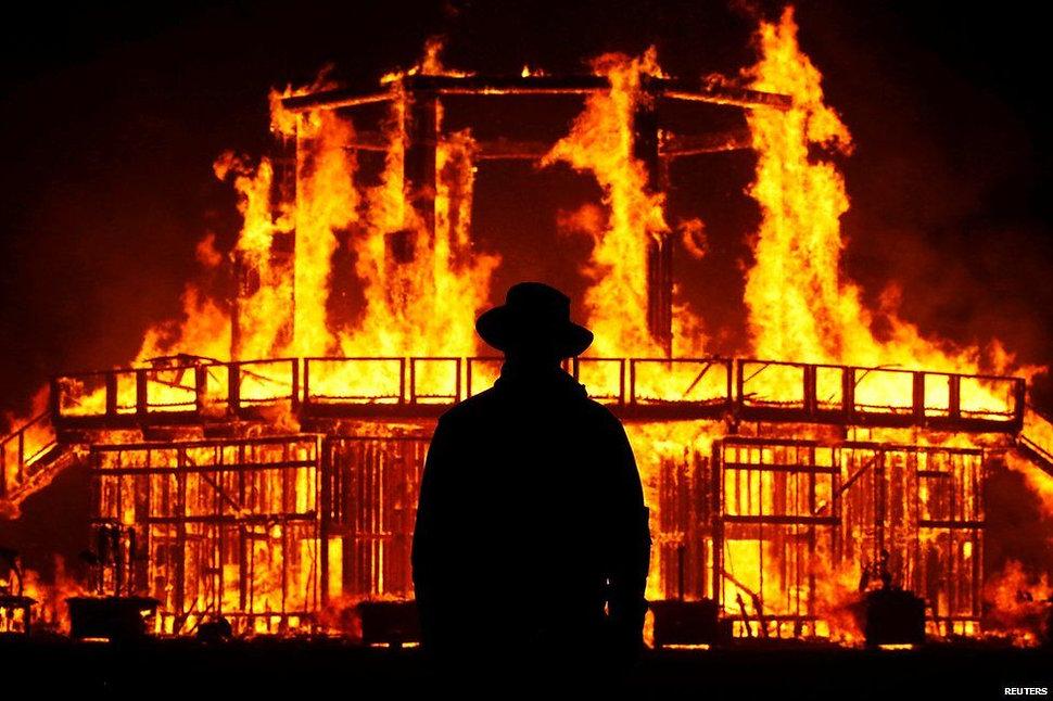 _97655935_reuters_burning2.jpg