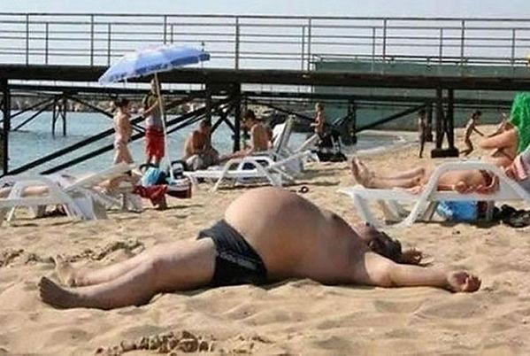 Fat-Man-Sleeping-On-Beach-Funny-Situatio