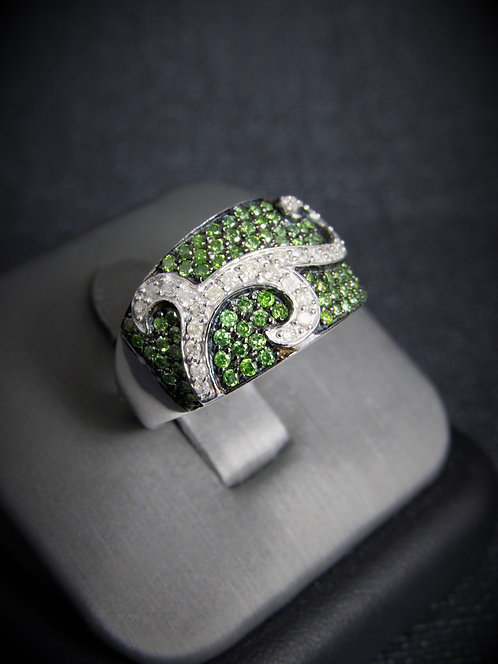 10KT White Gold Green And White Diamond Ring