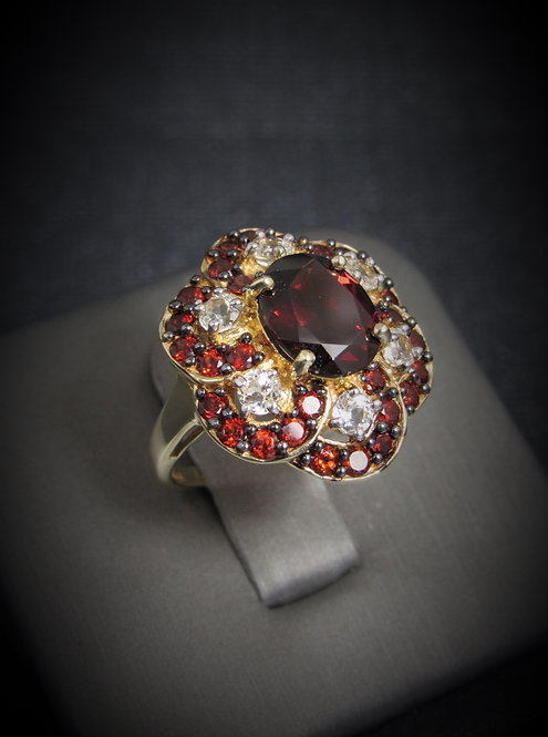 10KT Yellow Gold Garnet And White Sapphire Ring
