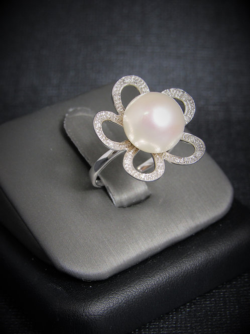 14KT White Gold Diamond And White Pearl Ring