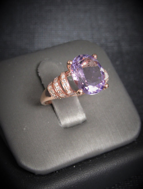 14KT Rose Gold Diamond And Oval Cut Amethyst Ring