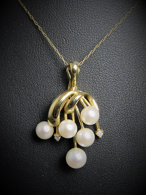 14KT Yellow Gold Diamond And Pearl Pendant